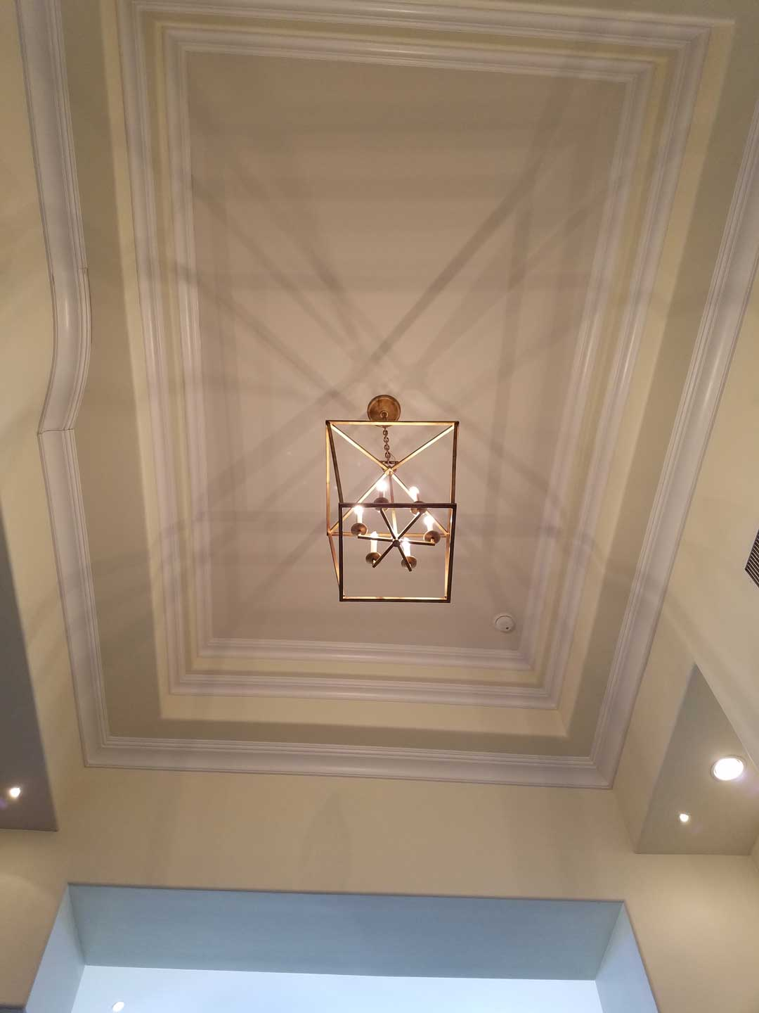 entry-light-ceiling-molds-interesting-shadow-casting