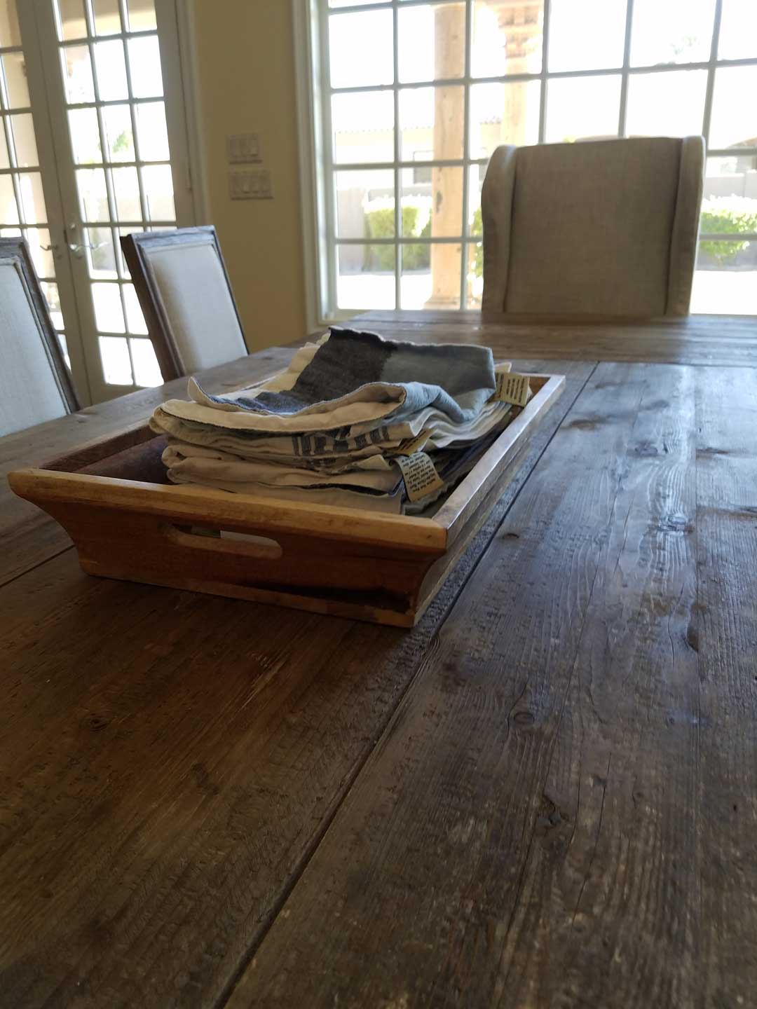 rough-hewn-tabel-top-rustic-and-old-italian-with-cloth-napkin-trough
